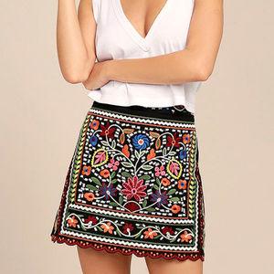 NWT Lulus Embroidered Mini Skirt Sz M